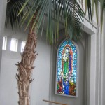 Palmier en pot dans une église