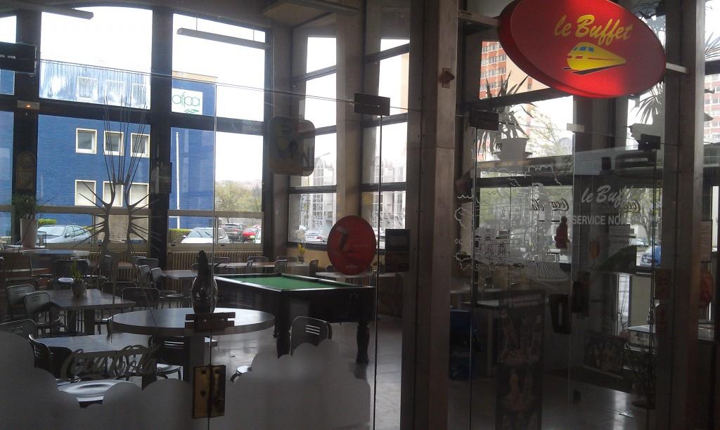 Le buffet de la gare de Boulogne-sur-Mer, ouvert malgré les apparences, à 14h un samedi.