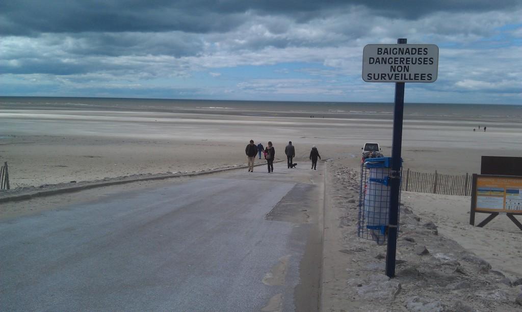 Du sable à perte de vue, des nuages bas, une mer dangereuse