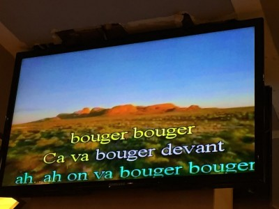 """Paroles : """"bouger bouger, ça va bouger devant, ah..ah on va bouger bouger"""""""