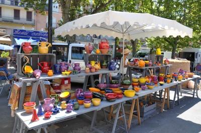 Poterie provençale au marché de Digne